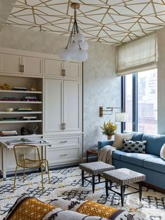 Gideon Mendelson crafts dazzling spaces that hide a myriad of smart, durable design choices. #glaminteriors #nychomes #stylishinteriors #moderninteriors#elledecor Ivory Living Room, Deco Studio, Multipurpose Room, Greenwich Village, Common Area, Elle Decor, Decoration, Living Area, Living Spaces