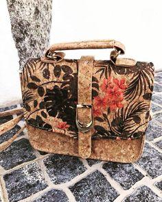 """2 mentions J'aime, 1 commentaires - 🎀Blogueira🎀 (@lena__gomes) sur Instagram: """"A minha mala de cortiça que comprei em Portugal #cortiça #carteirasfemininas #carteirasfashion…"""""""