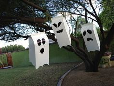Turn your old milk cartons into cute ghosts and haunted houses Halloween 2018, Holidays Halloween, Happy Halloween, Halloween Party, Barn Crafts, Ghost Box, Halloween Arts And Crafts, Cardboard Box Crafts, Manualidades Halloween