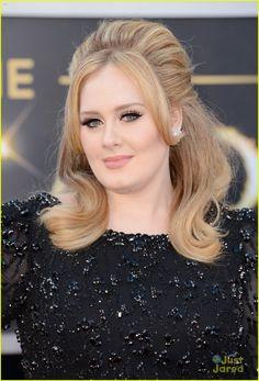 Adele in a Jenny Packham gown with Harry Winston diamond earrings #Oscars2013