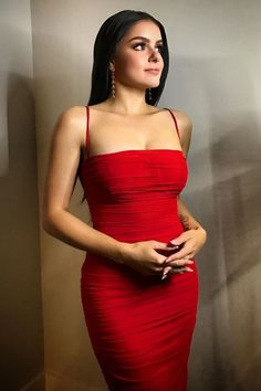 One of the hottest young beauty in the US TV industry Ariel Winter hot photos always blown us with sexy bikini-perfect body. Modern Family character Alex Dunphy played by her is a life changer for her. Winter Tv Show Women's Dresses, Long Dresses, House Of Cb Dresses, Quites, Red Carpet Looks, The Dress, Dress Long, Dress Making, Celebrity Style