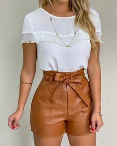 Minus the shorts Mode Outfits, Short Outfits, Stylish Outfits, Spring Outfits, Fashion Outfits, Womens Fashion, Look Con Short, Vetement Fashion, Mein Style