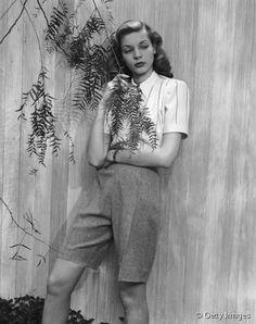 Lauren Bacall, son look féminin-masculin devenu mythique.