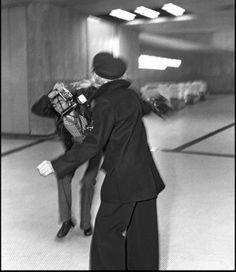 Marlene Dietrich confronts paparazzi at Orly airport, Paris, 1975. (photo: Daniel Angeli/Bestimage/Pompidou, Metz)