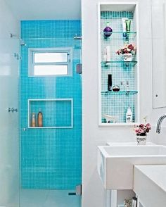 """6,028 Likes, 26 Comments - CASA CLAUDIA (@revistacasaclaudia) on Instagram: """"Neste banheiro reformado pelos arquitetos Marcel Rofatto e Eliete Mourão, o pilar ao lado do boxe…"""""""