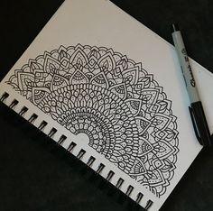 Easy Mandala Drawing, Mandala Doodle, Mandala Artwork, Doodle Art Drawing, Simple Mandala, Zentangle Drawings, Zentangles, Doodle Doodle, Doodle Patterns