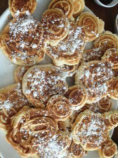 Walt Disney World Hints: Mickey's Waffle Bar. Disney Snacks, Disney Food, Walt Disney, Disney Recipes, Egg Recipes, Brunch Recipes, Breakfast Recipes, Waffle Bar, Waffle Iron