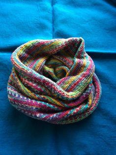 秋になるとそろそろ冬の準備も気になるところ♡首を優しく温めてくれるネックウォーマーをハンドメイドしませんか♪編み物ってやったことないし、、という初心者さんでもきっとできる!動画もいろいろ見つけました♪温かいコーヒーを飲みながら編み物なんて優... Chrochet, Knit Crochet, Diy And Crafts, Weaving, Knitting, Inspiration, Handmade, Accessories, Cowls