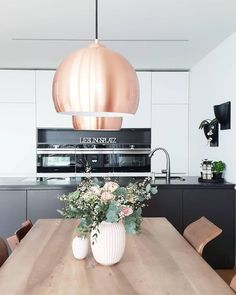 Pendant light ball- Pendelleuchte Ball Pendant Lamp Ball A beautiful interior design idea for your dining room. The copper-colored lamps are real eye-catchers. The post pendant ball first appeared on lamp ideas. Beautiful Interior Design, Beautiful Interiors, Scandinavian Dining Table, Dining Room Lamps, Color Cobre, Ball Lights, Küchen Design, Light Decorations, Room Inspiration