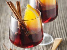 Découvrez la recette Vin chaud à la cannelle sur cuisineactuelle.fr.