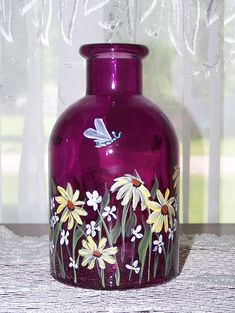 Bottle with Hand Painted Daisies Wildflowers and by BonnysBoutique Wine Bottle Vases, Recycled Glass Bottles, Glass Bottle Crafts, Painted Wine Bottles, Lighted Wine Bottles, Decorated Bottles, Jar Art, Wine Craft, Hand Painted Wine Glasses