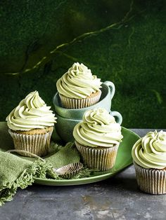 Matcha cupcakes: Matcha cupcakes are a trending flavor at the moment; matcha is ground green tea and we've also seen it being used in doughnuts, snow cones and green tea ice cream. Try our easy recipe with a white chocolate melting middle. Green Tea Cupcakes, Matcha Cupcakes, Green Tea Dessert, Matcha Dessert, Matcha Cake, Green Desserts, Lemon Cupcakes, Strawberry Cupcakes, Easy Cupcake Recipes
