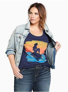 "Make this tee a part of your world. The lightweight and laidback navy knit keeps it cool with a scoop neck. The sunset Ariel graphic has us wishing we could be under the sea too.<div><br></div><div><b>Model is 5'9.5"", size 1 <br></b><div><ul><li style=""list-style-position: inside !important; list-style-type: disc !important"">Size 1 measures 28 3/4"" from shoulder</li><li style=""list-style-position: inside !important; list-style-type: disc !important"">Cotton</li><li style=""lis..."