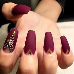 Another matte maroon nail art design. The matte works impressively great with the gold embellishments on the nails.