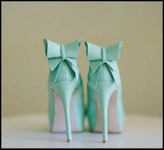 su yeşili fiyonklu kurdelalı ayakkabı modelleri topuklu ayakkabı modelleri en dikkat çekici topuklu ayakkabılar gleam fashion moda blogları en iyi moda blogları ne giysem blogları 2013 en moda topuklu ayakkabılar düğünde Moda Onsuz Yapamaz / Topuklu Ayakkabı