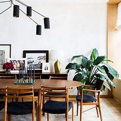 The third dining room features some very retro design elements like the chandelier and the chairs, but they just create such a wonderful space that even though they don't add the pop of color of today's earlier posts they have the same impact in the space! . . . . #design #decor #interiordesign #interiorcravings #designyourlife #decorate #inspiration #designinspo #decorating #luxuryhome #decoratingideas #glam #interiors123 #SOdomino #mydomaine #homewithrue #abmathome #iloveinteriors…