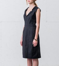 This semi-fitted dress is constructed by hand from a medium-weight stretch cotton, with paneled seams, a structured double-collar neckline, and side seam pockets. It's curve-flattering and supremely comfortable.