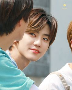 FANSITES Get someone to look at you the way Jaemin look at Jeno 😍😘😘