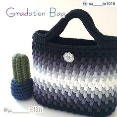 Crochet Art Knitted Bags Plastic Canvas Amigurumi Crochet Purses Mesh Tote Bags Strands How To Make Crafts Diy Crochet Bag, Crochet Shell Stitch, Knit Crochet, Free Crochet, Crochet Pattern, Diy Tote Bag, Tote Bags Handmade, Crochet Handbags, Crochet Purses