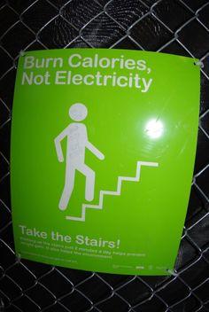 Queime calorias, não eletricidade.  Use as escadas ;-)