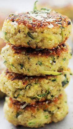 These Garlicky & Cheesy Quinoa Zucchini Fritters are packed with quinoa + zucchini. One of my favorite summer zucchini recipes, they're delicious and easy! Veggie Dishes, Vegetable Recipes, Vegetarian Recipes, Healthy Recipes, Quinoa Dinner Recipes, Recipes With Quinoa, Quinoa Meals, Side Dishes, Quinoa Dishes