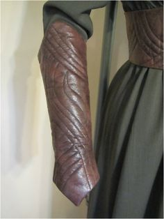 Pattern - TV fantasy - belts and gauntlets Archery Clothing, Viking Clothing, Clothing Items, Clothing Patterns, Elven Costume, Corset Costumes, Cool Costumes, Costume Ideas, Middle Ages Clothing
