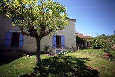 Côté jardin - Dordogne - Maison en pierre - Volet bleu - Campagne - Ombres - Stone house - Garden - Blue shutters