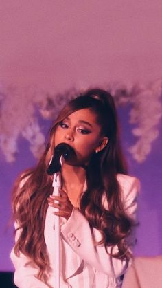 Ariana Grande singing Thank u, next on The Ellen Show Ariana Grande Fotos, Ariana Grande Wallpapers, Cabello Ariana Grande, Ariana Grande Cute, Ariana Grande Pictures, Youtuber, Influencer, Jhene Aiko, Dangerous Woman
