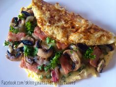 Easy Like Sunday Morning Bacon Cheesy Mushroom Omelette | weight watchers recipe 6 propoints Skinny Jeans and the Inbetweens