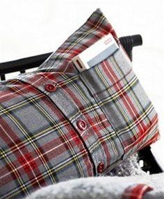 Camisa social reaproveitada como capa de almofada