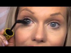 Best mascara trick/tip everrr!!♥Visit my store Beauty and the Boutique:   http://www.beautyandtheboutique.com/      WORLDWIDE FLAT RATE SHIPPING (free shipping also available!)  £3.95 -- UK  £4.95 -- EUROPE  £5.95 -- REST OF WORLD    Hi Beauty and the Boutique friends!    Have I got a super cool mascara trick for you or what?   Come watch me show you a really clever little trick which wi...