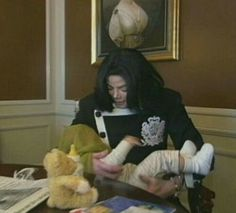 Mike with babies. Photos Of Michael Jackson, Michael Jackson Quotes, Michael Jackson Bad Era, Taemin, Mj Kids, O Pop, Love Of My Life, My Love, Paris Jackson