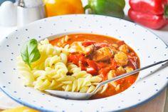 Schweinegulasch ist ein günstiges Rezept und schmeckt auch aufgewärmt sehr gut. Zum Vorkochen ideal.