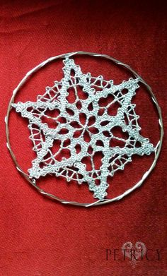 When bobbin lace is used for making Christmas ornaments. Types Of Lace, Lace Art, Bobbin Lace Patterns, Lacemaking, Lace Jewelry, Christmas Ornaments To Make, Lace Knitting, Couture, Lace Detail