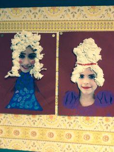 Pruikentijd. Portretfoto uitknippen. Met stift make-up aanbrengen. Met crêpe-papier propjes de pruik maken.