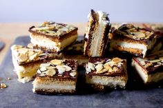 Cracker Ice Cream Sandwich - This recipe for a batch of saltine cracker ice cream sandwiches is the perfect nostalgic treat to add to your homemade dessert roster this summer. Ice Cream Desserts, Köstliche Desserts, Frozen Desserts, Dessert Recipes, Health Desserts, Saltine Cracker Candy, Cracker Toffee, Saltine Toffee, Gastronomia