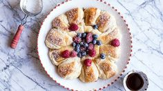 Whip up this make ahead French toast ring stuffed with fresh berries for your next girls' brunch!