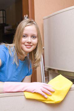 Já reparou que com o tempo os eletrodomésticos brancos ficam amarelados? Confira dicas para prevenir e limpar essas manchas.