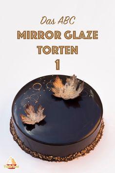 Rezept für Schoko Mirror-Glaze aus Kakao und ohne Glukosesirup. Das Ergebnis ist eine super glatte und spiegelnde Torte. Die Glasur schmeckt nicht zu süß