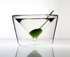 """Hier eine Sammlung kreativer Glas-Designs, von denen ich mir maximal 3 selbst zulegen würde (nein, nicht das Vorletzte!), bei den meisten aber auch verstehe, dass sie sich langfristig nicht durchsetzen werden. Sind auf jeden Fall ein paar herrliche Gläser dabei, guckt mal: """"A collection of 20 cool and creative drinking glass designs, enjoy!"""" Hier das gesamte Set: ___ [via] Facebook... Weiterlesen"""