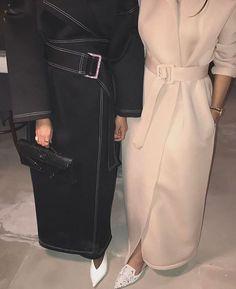 v neck outfit Hijab Style Dress, Modest Fashion Hijab, Fashion Outfits, Abaya Mode, Hijab Mode, Arab Fashion, Muslim Fashion, Hijab Trends, Abaya Designs