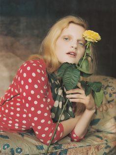seensense:    ENGLAND'S DREAMINGUK Vogue August 2006Model:Guinevere Van SeenusHair: Gianni ScumaciMakeup: Samantha BryantStylist: Kate PhelanPhotographer: Tim Walker