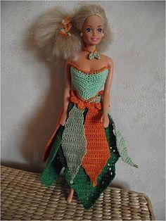 Le défilé des créations -stylistes : Barbie-fleur - Veronique Barbie, Crochet, Doll Clothes, Creations, Shoulder Dress, Gowns, Princess, Knitting, Pattern