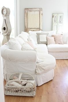 Dreamy whites eclectic living room !