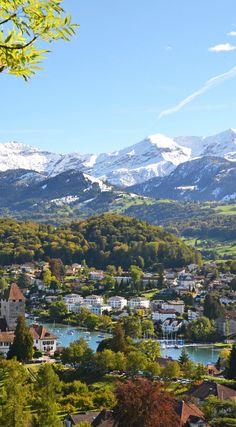 Blick auf Spiez im Schweizer Kanton Bern. Bern ist eines der größten Touristen-Gegenden in der Schweiz und besticht durch seine atemberaubende Landschaften. #verschweizert