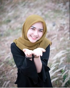 Beautiful Hijab Angels Always Smile - Hijab Molek Modest Fashion Hijab, Casual Hijab Outfit, Hijab Chic, Muslim Fashion, Beautiful Hijab Girl, Beautiful Muslim Women, Beautiful Asian Girls, Hijabi Girl, Girl Hijab