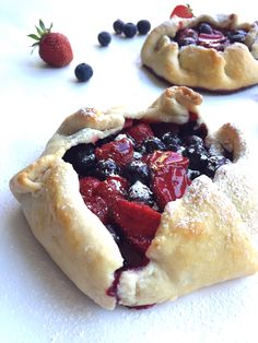 EASY Strawberry Blueberry (dairy free) Rustic Tarts! Perfect for summer BBQ's and get togethers! Top with ice cream for a decadent treat! #dairyfree #recipe | Peach and the Cobbler