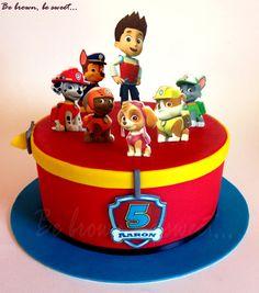 Tarta sencilla de la patrulla canina con todos sus personajes para el quinto cumpleaños de Aaron. Los colores del diseño son los mismos que tiene el escudo: rojo, azul y un poco de amarillo #tartapatrullacanina #pawpatrolcake #patrullacanina #pawpatrol #papeldeazucar #marshallcake #rubiecake #chasecake #skyecake #rubblecake #rockycake #zumacake