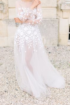 Barely there gown from Mira Zwillinger Couture Wedding Gowns, Wedding Dress Trends, Bridal Gowns, Wedding Dresses, Chateau Wedding Inspiration, Full Gown, Types Of Gowns, Traditional Gowns, Bridal Skirts