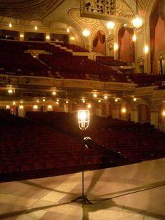 ghost_light-palace_theater.jpg 432×576 pixels